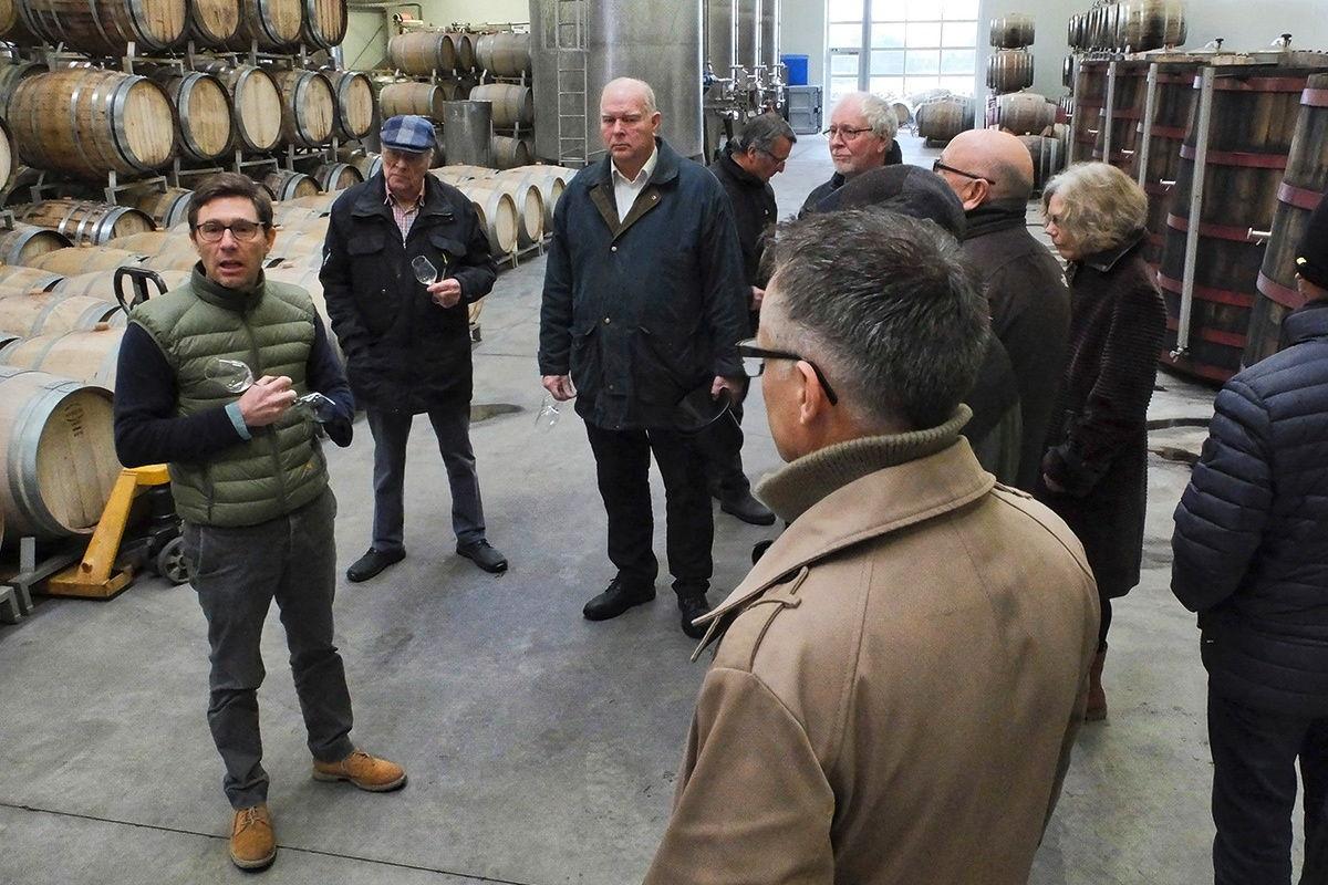 Rundvisning i det imponerende vineri på Frederiksdal Gods i forbindelse med landsmøde 2019 for gruppeformænd.